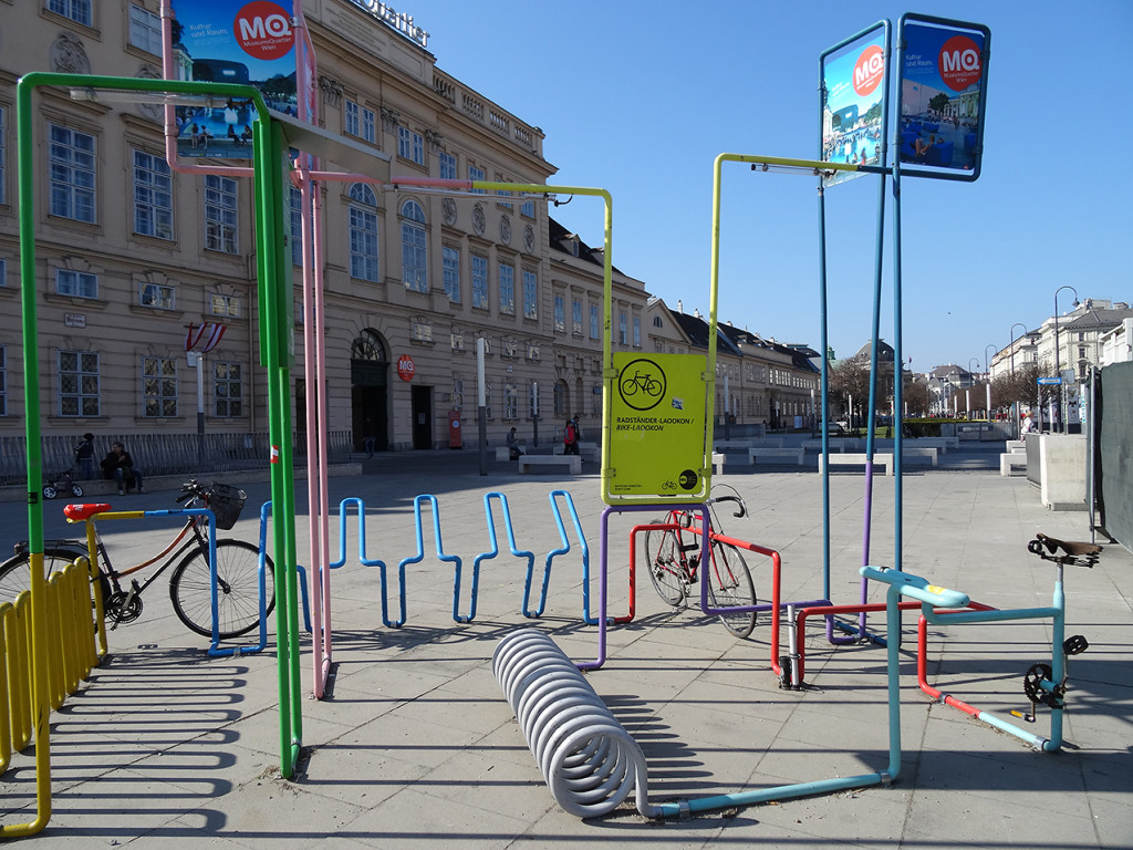 MuseumsQuartier - Radständer Laookon