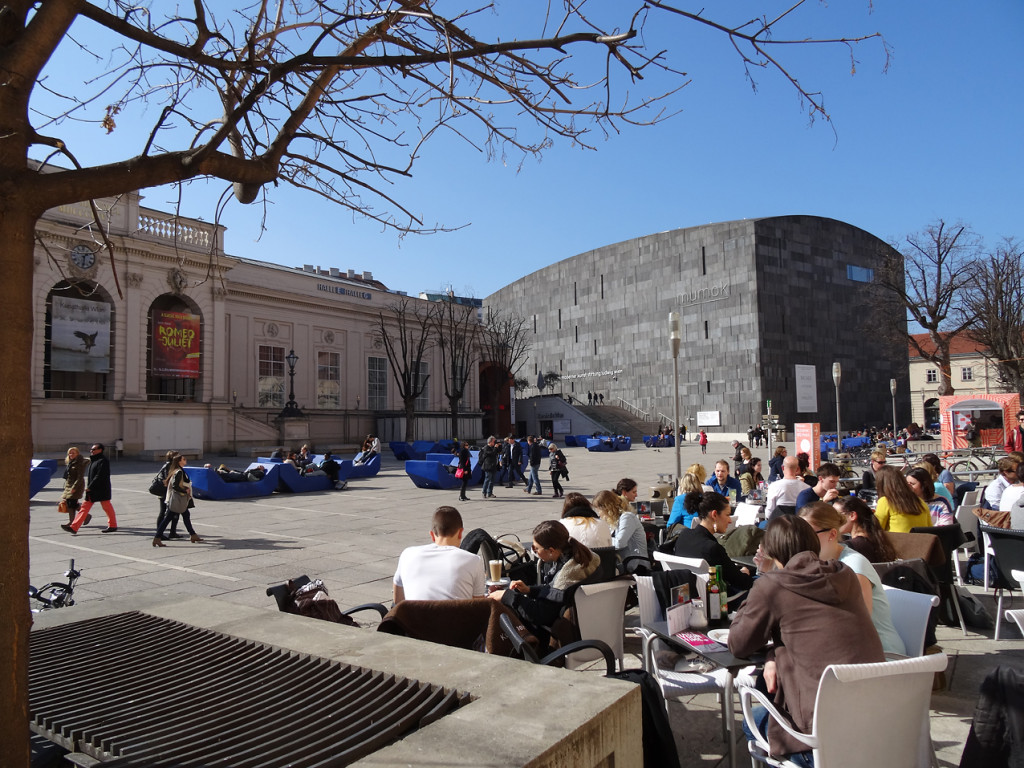 MuseumsQuartier - Blick auf das mumok