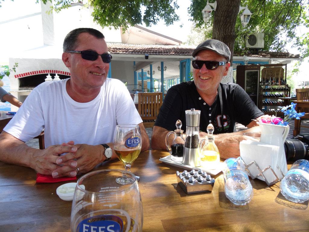 Göcek, Bernd und ich - die 43 Grad im Schatten sind ansatzweise zu sehen