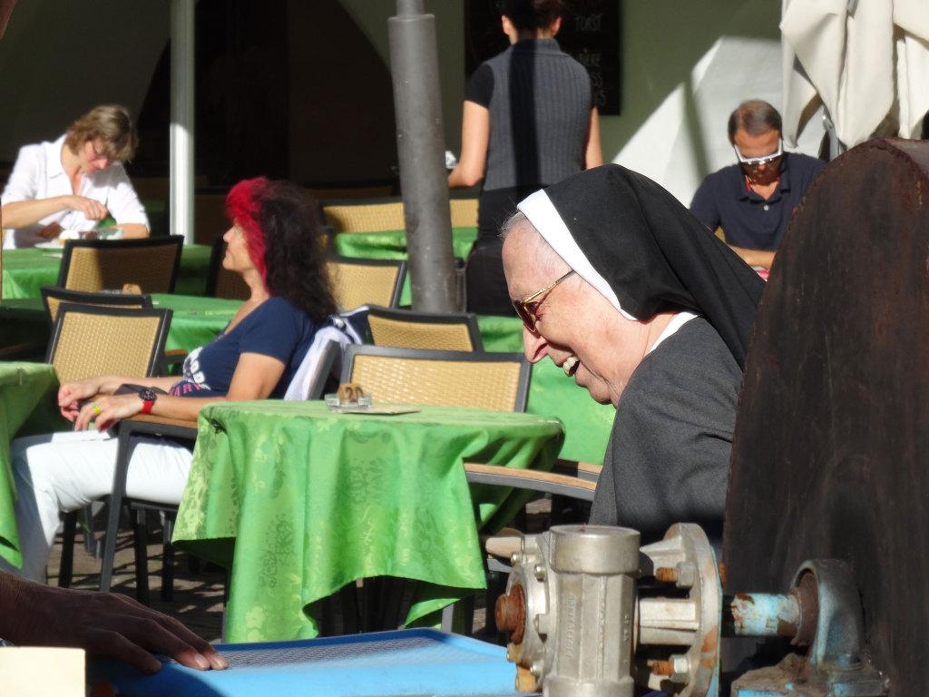 Da freut sich die Nonne