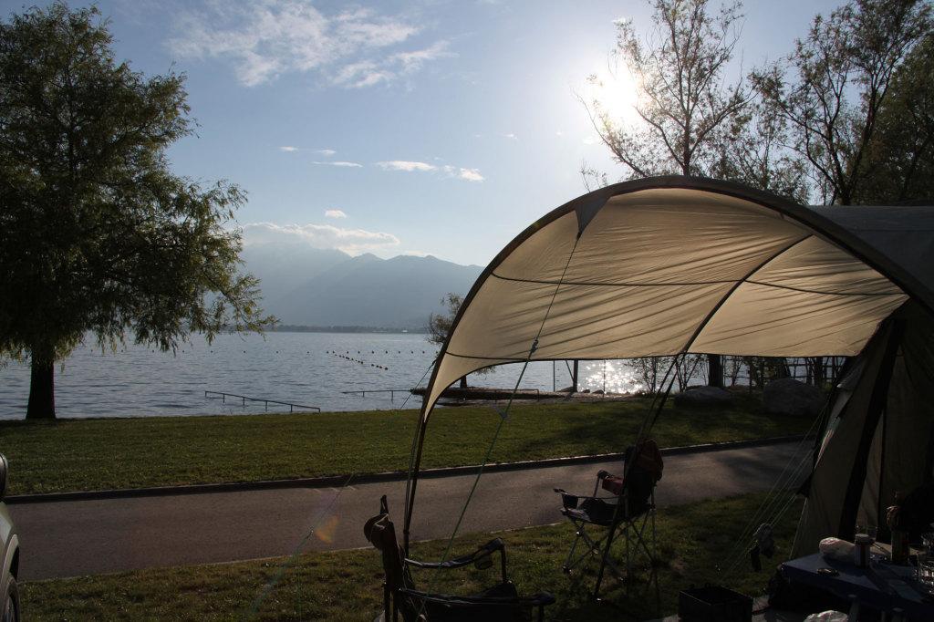 Tenero - Der Blick von unserem Zelt auf den Lago Maggiore