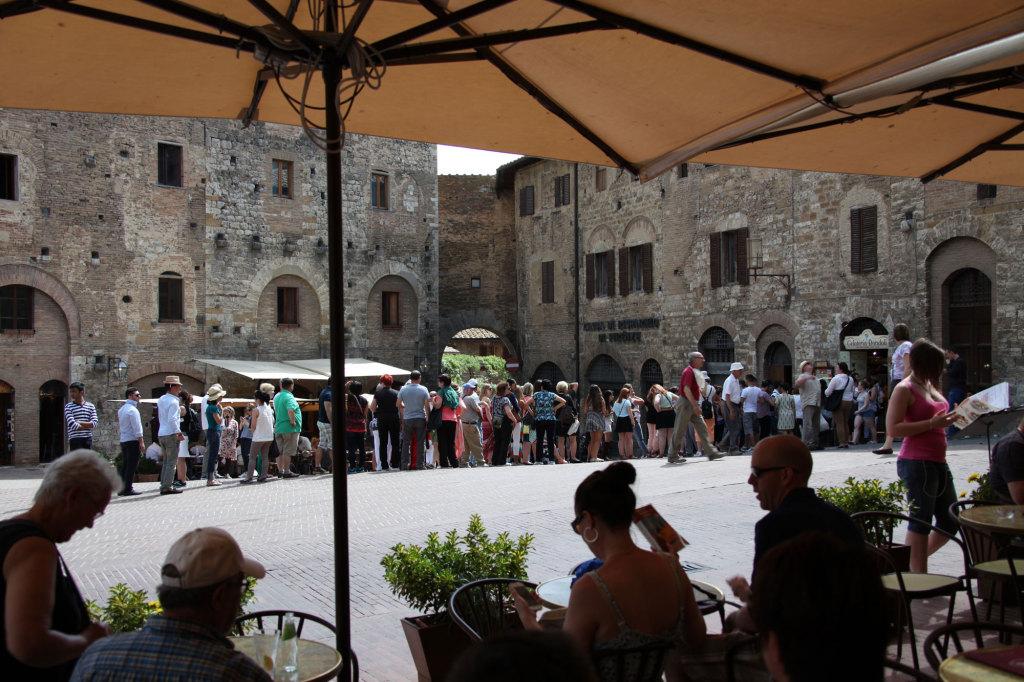 """San Gimignano - Schlange vor der """"besten Gelateria der Welt"""""""