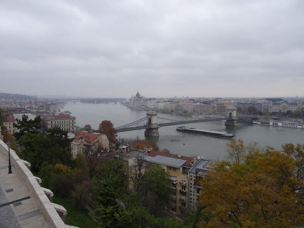 Blick vom Burgpalast auf Kettenbrücke, Parlament und Margareteninsel