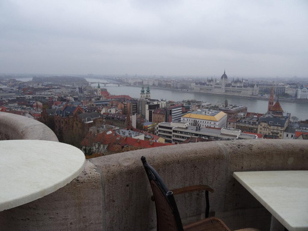 Blick von der Fischerbastei auf Parlament und Margareteninsel
