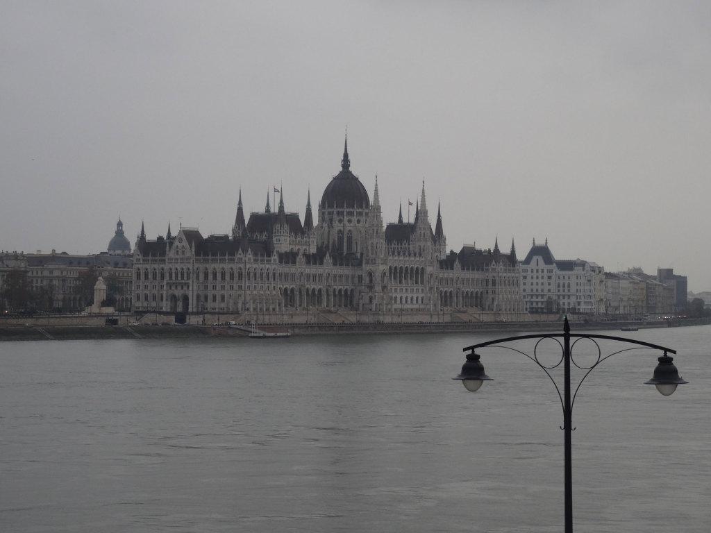 Blick von der Margaretenbrücke auf das Parlamentsgebäude