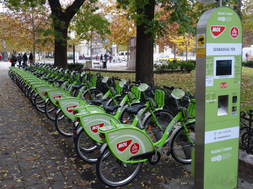 Fahrradverleih-Station am Freiheitsplatz - solche Stationen findet man viele in Budapest