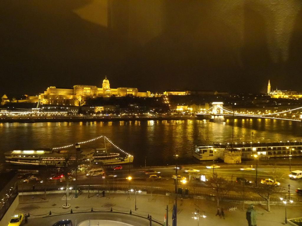 Der traumhaft schöne nächtliche Blick aus unserem Hotelzimmer