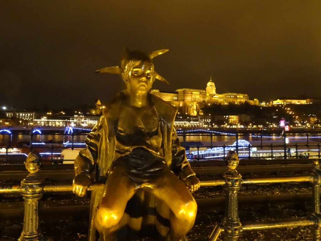Bronzestatue Kiskirálylány