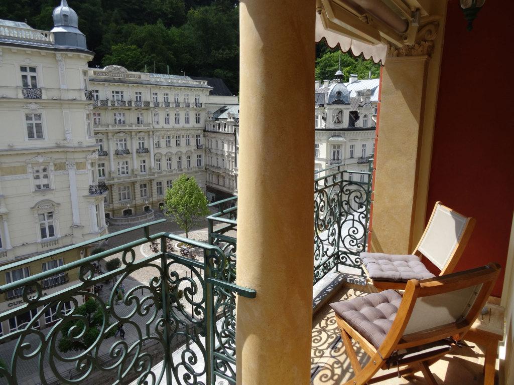 Quisisana Palace - Blick vom Balkon auf das Grandhotel Pupp