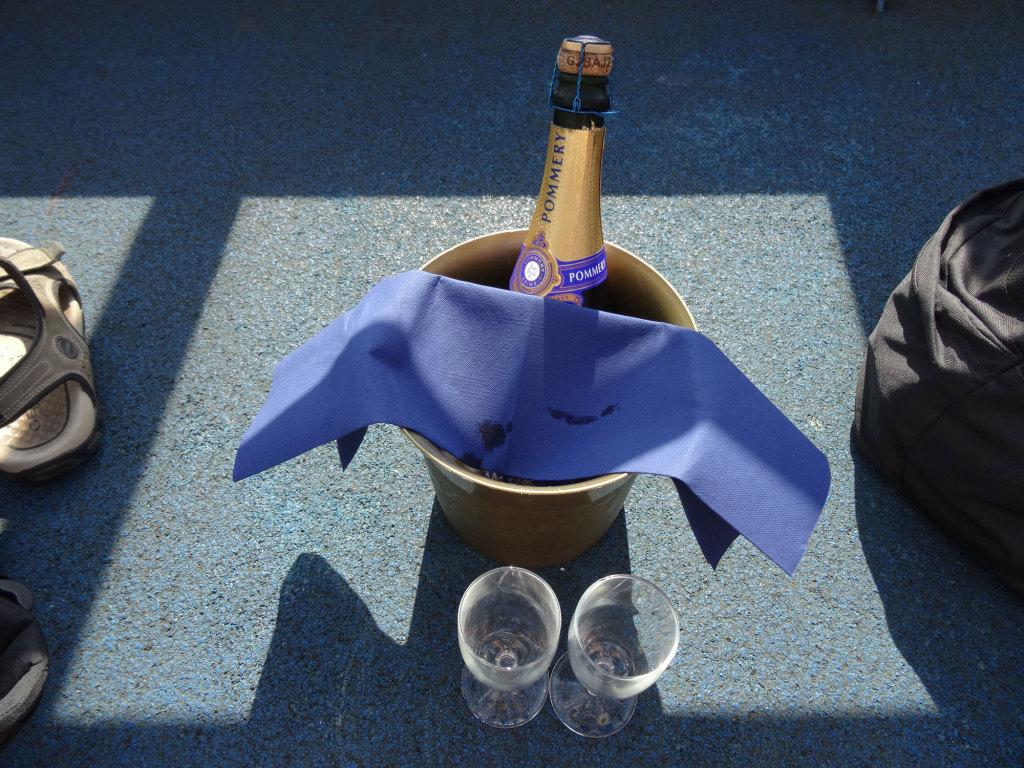 Champagner auf der Peter Pan