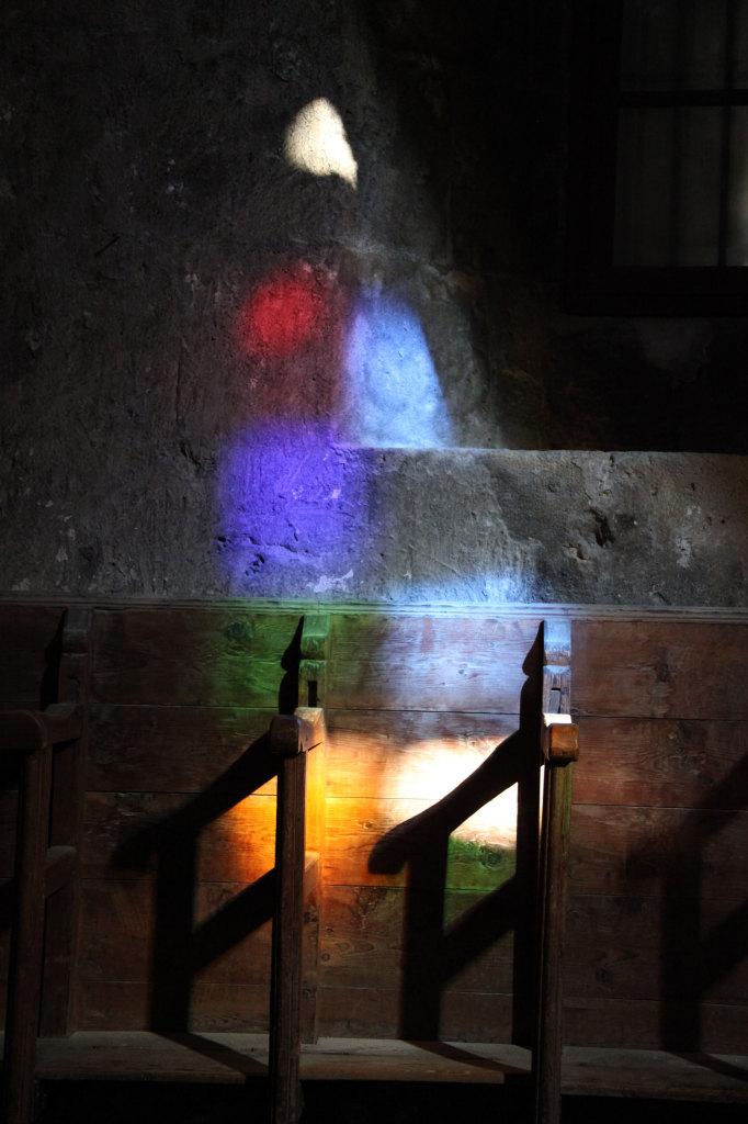 Kloster Bellapais - Kirche - ein außerirdisches Wesen hat in der Bank Platz genommen