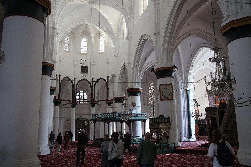 Die Selimiye-Moschee, erbaut im 13. Jahrhundert als Kathedrale Hagia Sophia, wurde 1571 von den Türken in eine Moschee umgewandelt