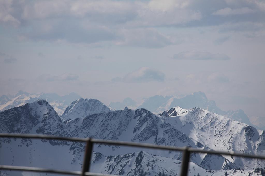Blick nach Westen - am rechten Bildrand die Zugspitze