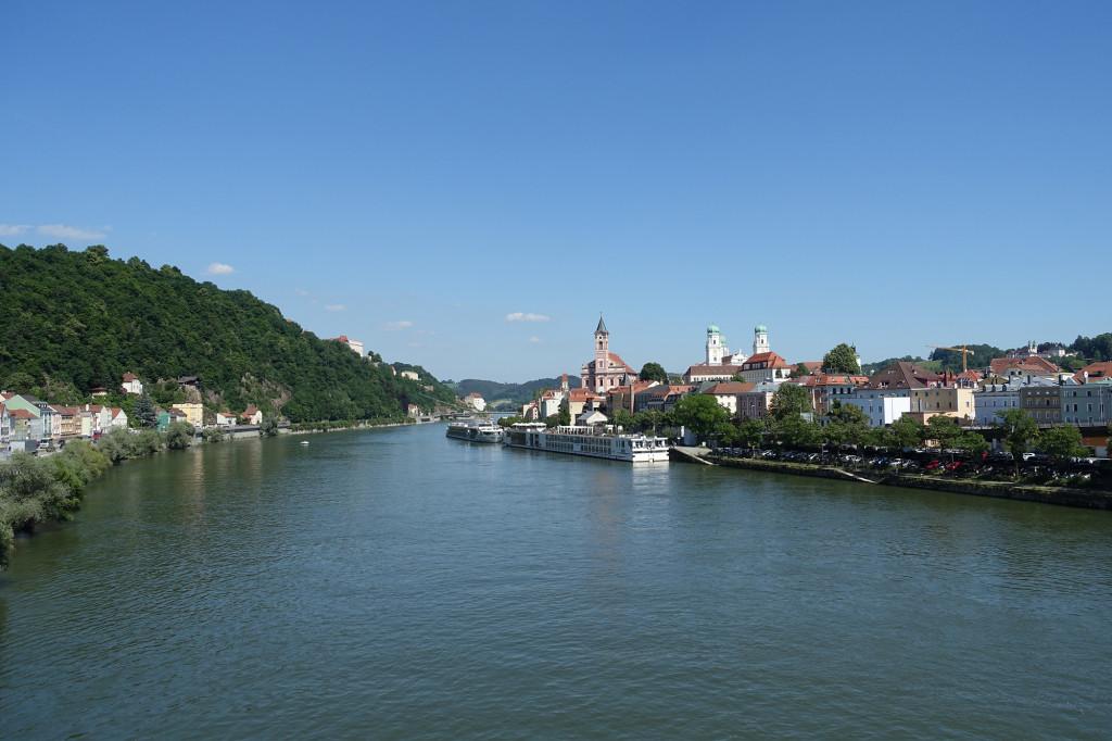 Blick über die Donau in Richtung Dom