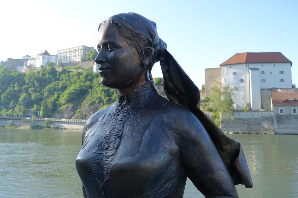 Büste der bayerischen Schriftstellerin Emerenz Meier