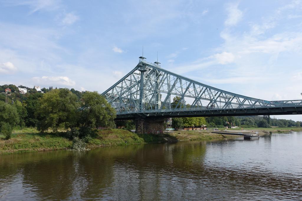 """Fahrt auf der Elbe - die Brücke """"Das blaue Wunder"""""""