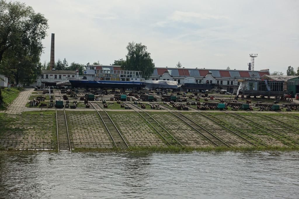 Fahrt auf der Elbe - Schiffswerft