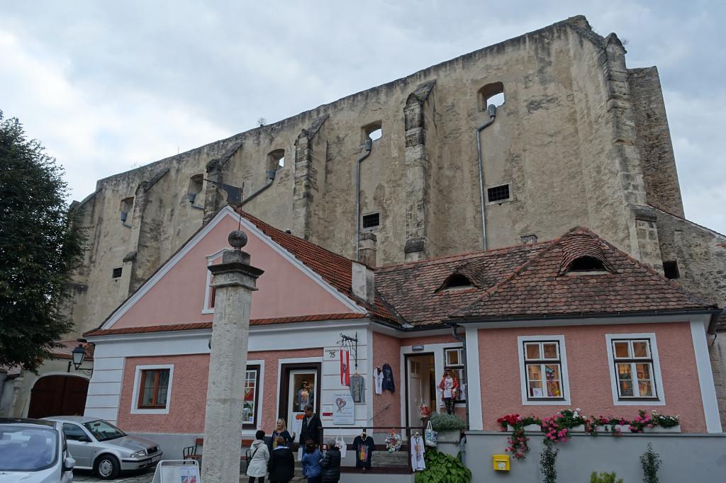Dürnstein - die ehemalige Klarissenkirche, später in einen Getreidespeicher umgewandelt