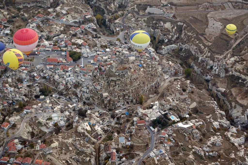 DSC06966 Türkei Nov. 15 - Kappadokien - Ballonfahrt - Blick auf Uchisar