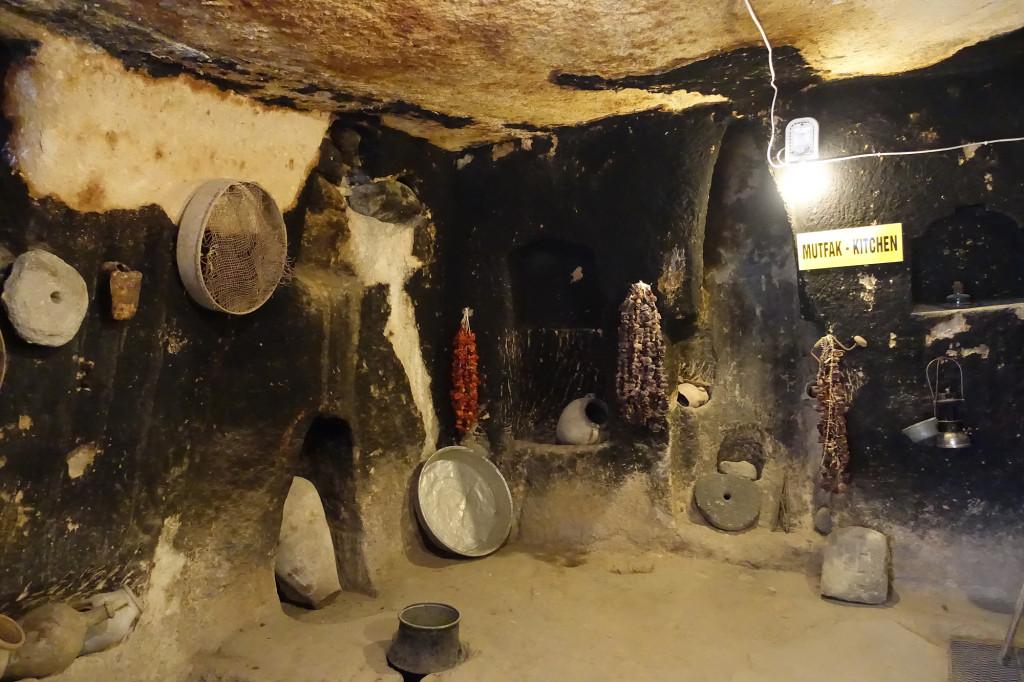 DSC07384 Türkei Nov. 15 - Kappadokien - Dorf mit unterirdischem Bereich