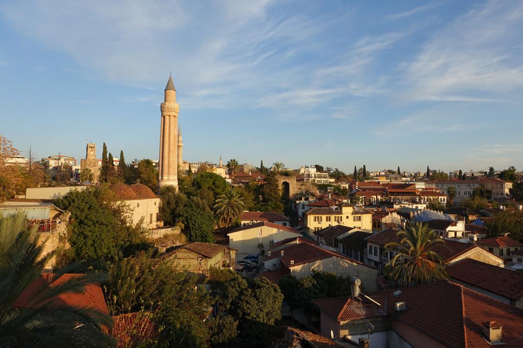 Antaya - Altstadt mit dem kannelierten Minarett