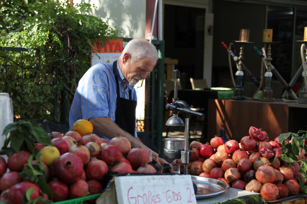 Es gibt frisch gepressten Granatapfelsaft