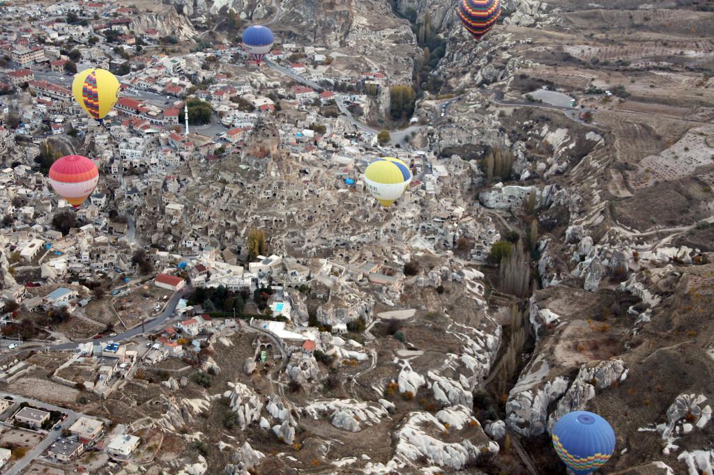 IMG_1686 Türkei Nov. 15 - Kappadokien - Ballonfahrt - Blick auf Uchisar