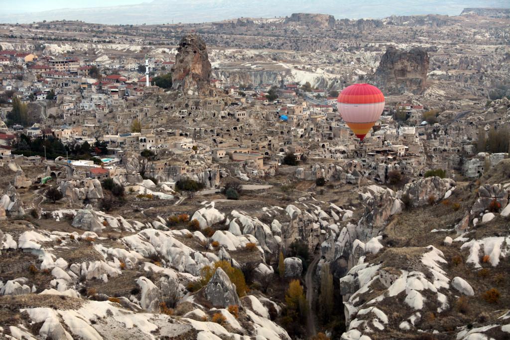 IMG_1698 Türkei Nov. 15 - Kappadokien - Ballonfahrt - Blick auf Uchisar