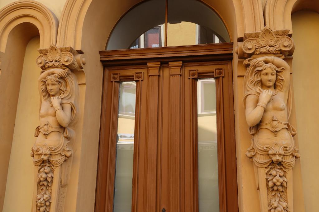 Gebäude des früheren Ratskellers - Detail - sieht nach einem sehr wirksamen Keuschheitsgürtel aus