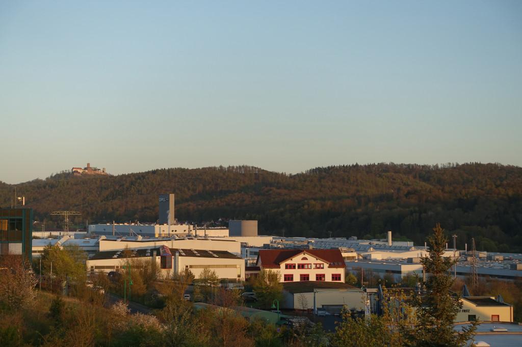 Penta-Hotel - Blick von unserem Balkon auf Wartburg und Opel-Werk