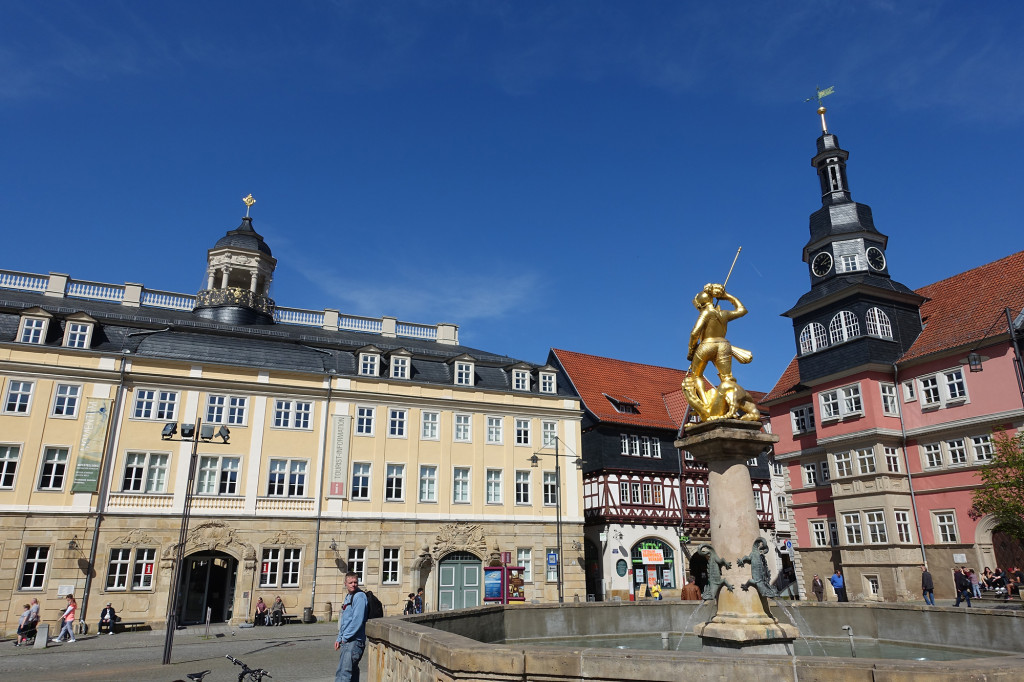 Hauptmarkt - von links: Stadtschloss, Marktbrunnen, Rathaus