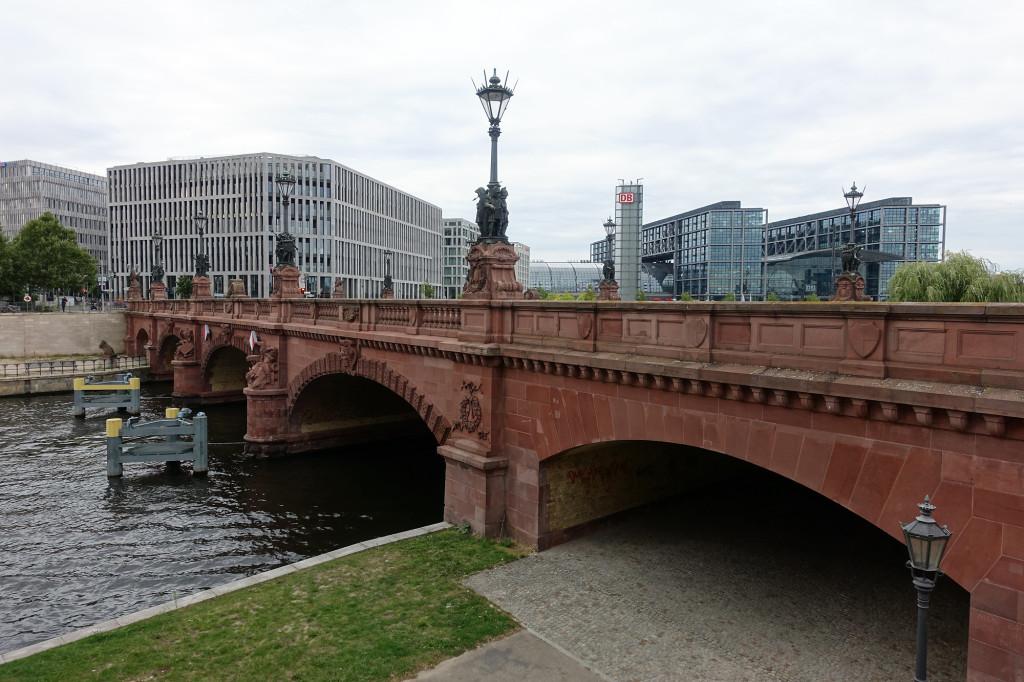 Moltke-Brücke mit Blick auf den Hauptbahnhof