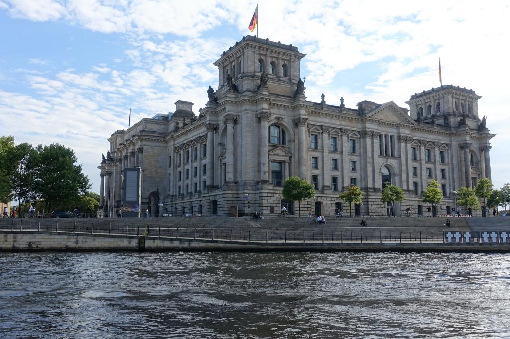 Der Reichstag - mal ohne Kuppel :-)