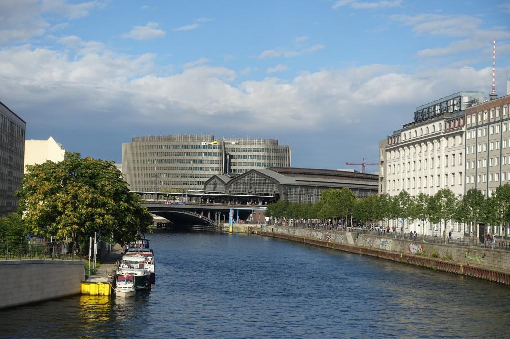 Blick auf den Bahnhof Friedrichstraße