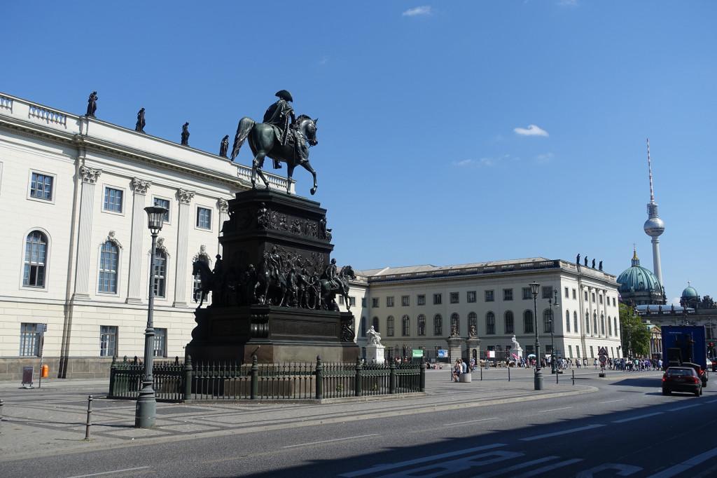 Friedrich der Große vor der Humboldt-Universität
