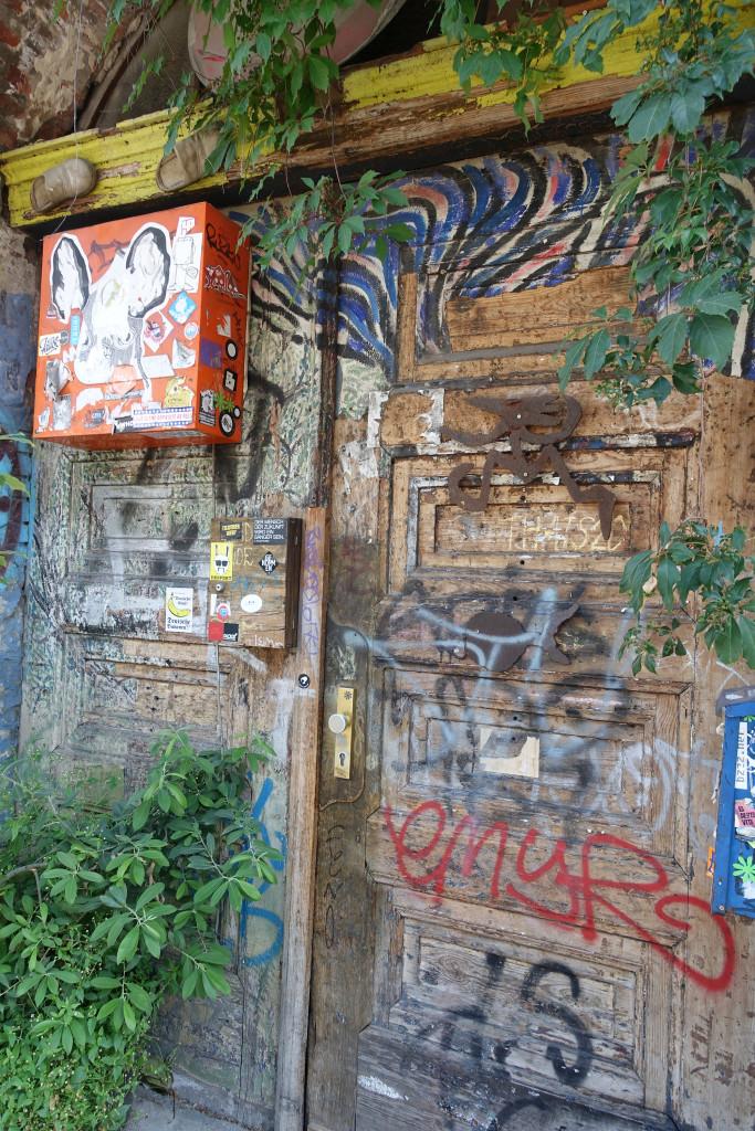 Hinter dieser Tür scheint ein Künstler zu wohnen