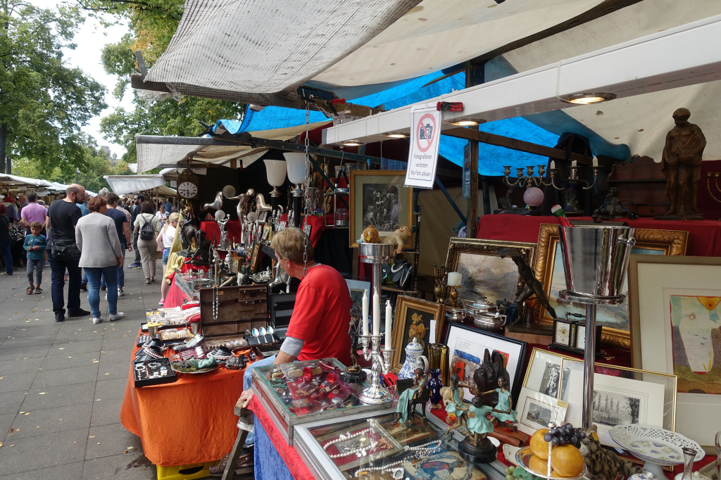 """Trödelmarkt an der """"Straße des 17. Juni"""" - oh, """"Fotografieren verboten"""""""