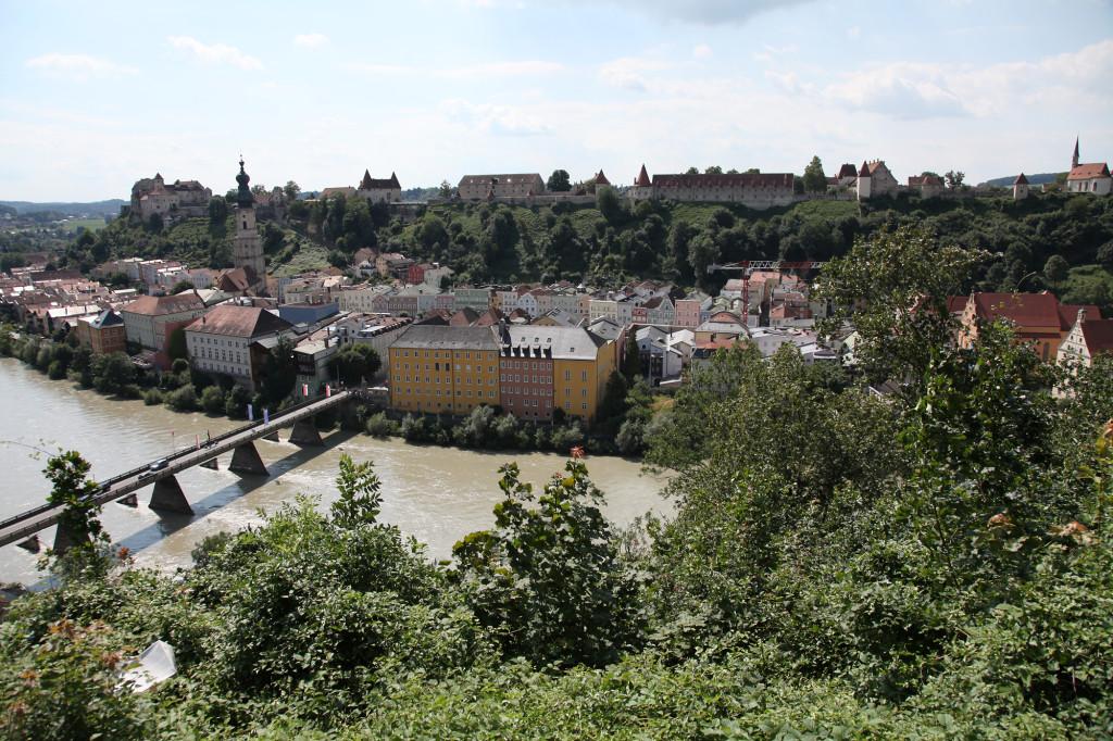 In Österreich - Blick auf Burghausen