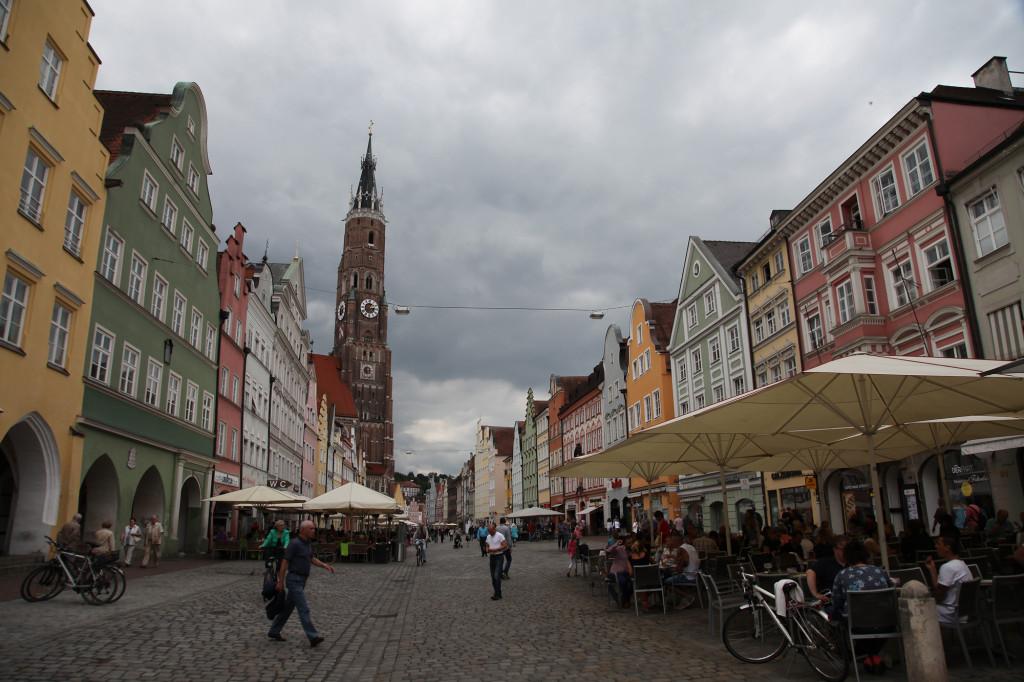 Landshut - Martinskirche - Der Turm ist mit 130 Metern der höchste Backsteinturm der Welt sowie der höchste Kirchturm Bayerns