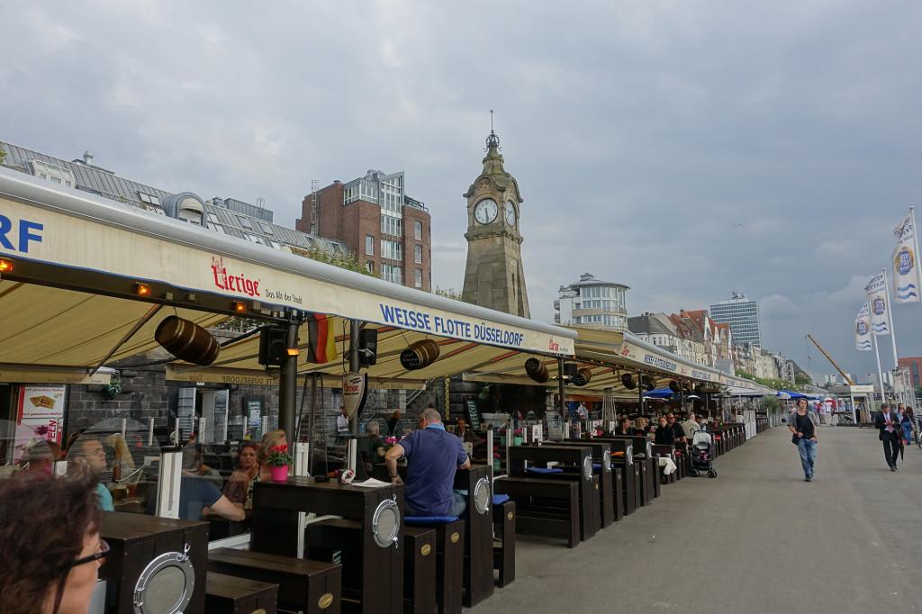 Düsseldorf - im Restaurant der Weißen Flotte, direkt am Rhein