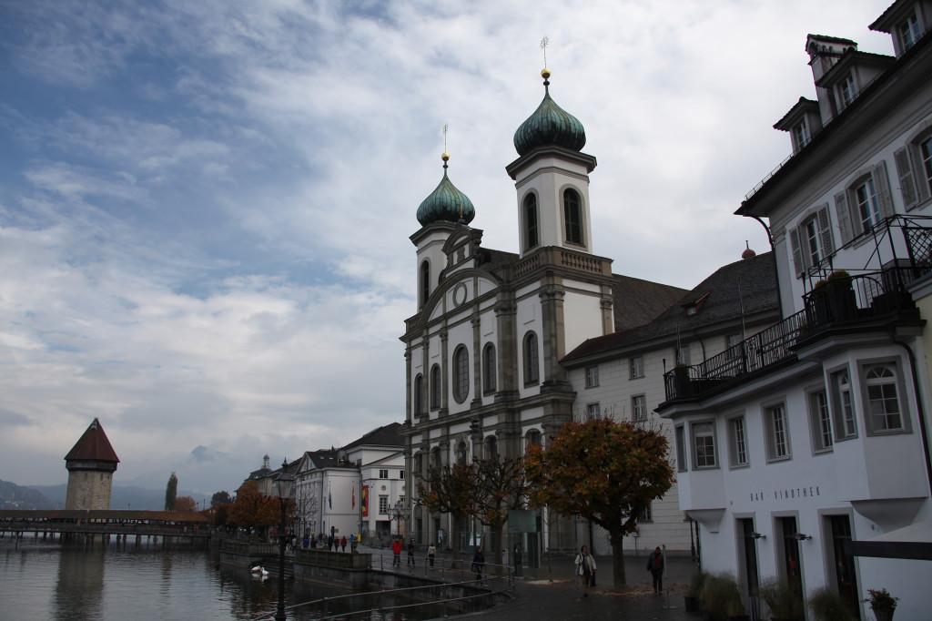 Luzern - Kapellbrücke, Wasserturm und Jesuitenkirche