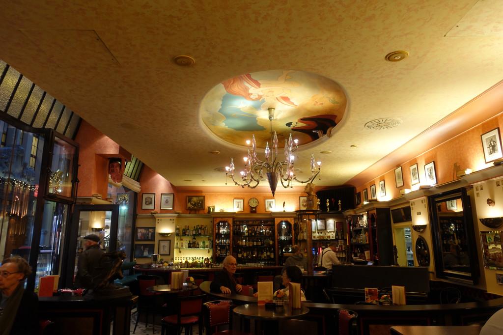 """In der Bar """"Mephisto"""""""