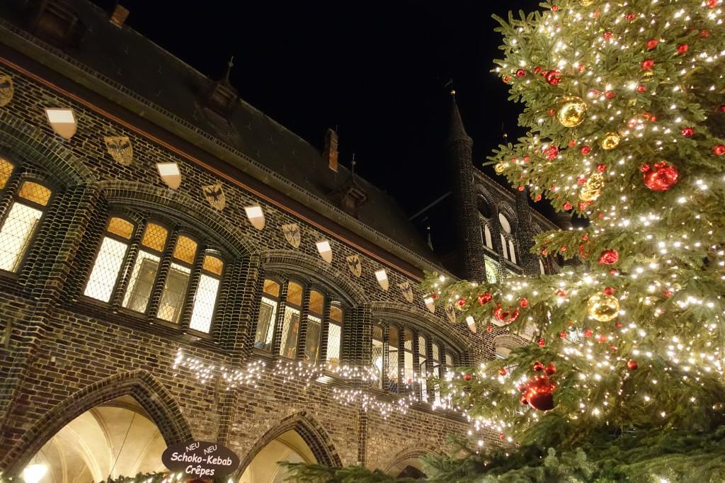 Weihnachtsmarkt am Marktplatz - Rathaus