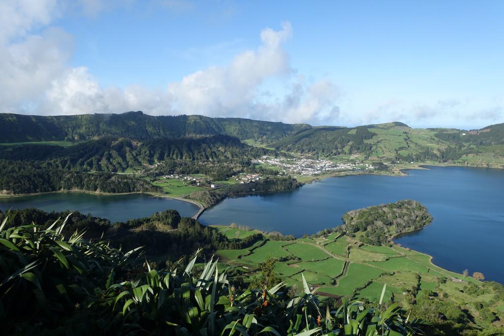 Links Lagoa Verde - rechts Lagoa Azul