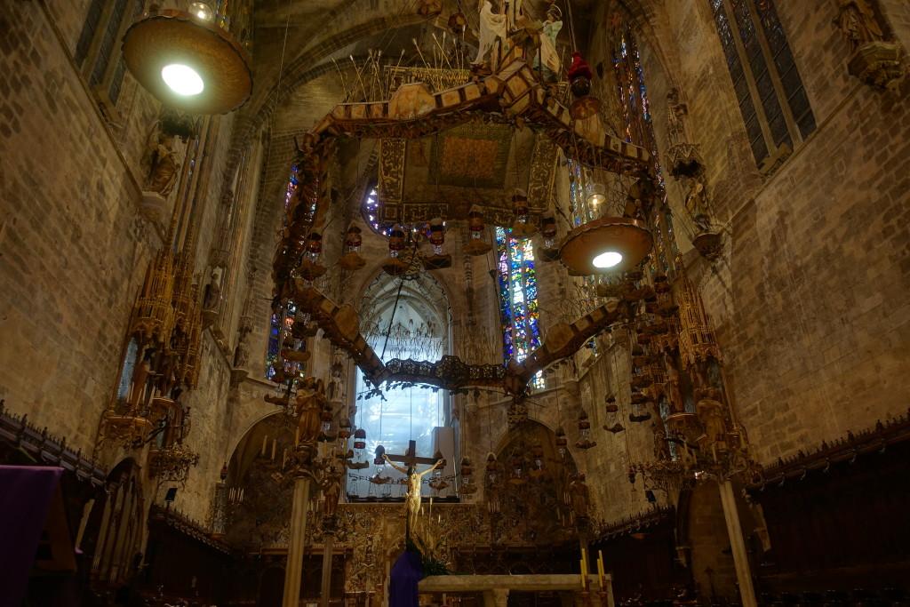 Kathedrale La Seu - Baldachin von Gaudí