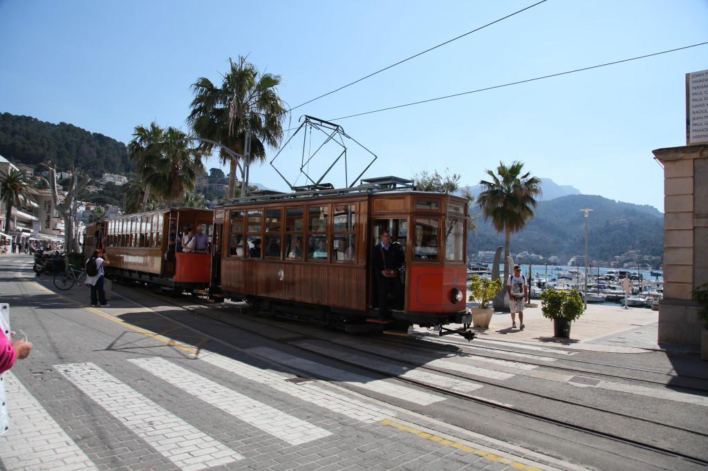 Die Tram kommt an