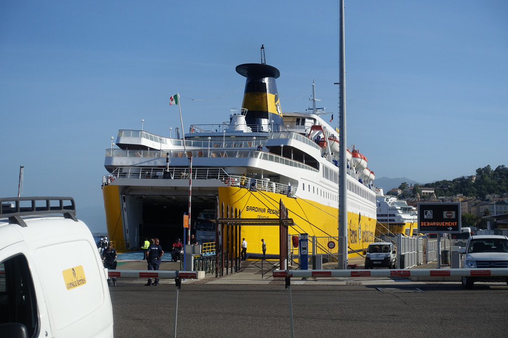 """Die """"Sardinia Regina"""" im Hafen von Bastia"""