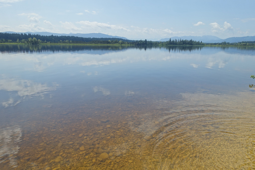Der Kirchsee mit seinem dunklen Moorwasser