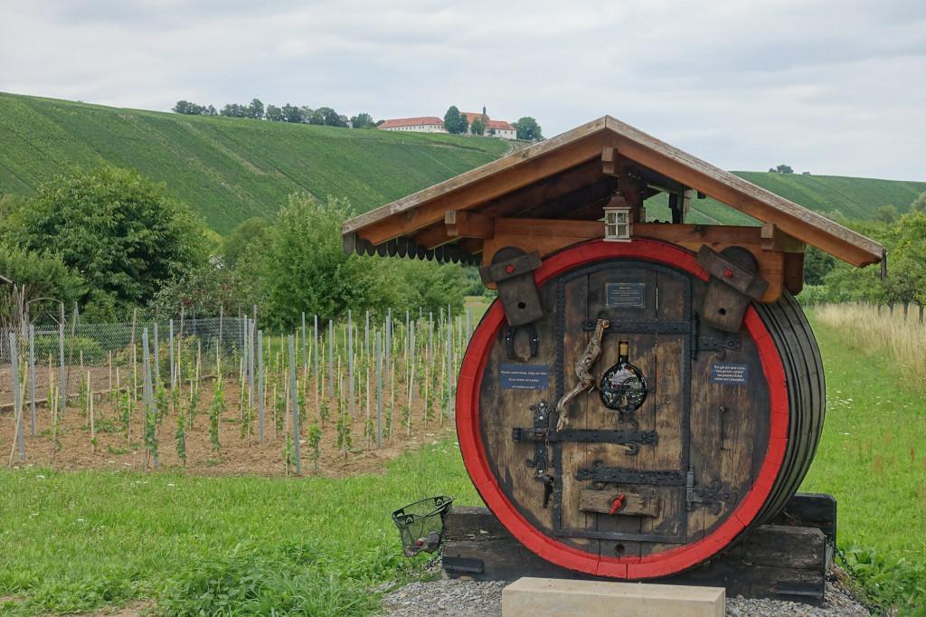 Escherndorf - darüber die Vogelsburg
