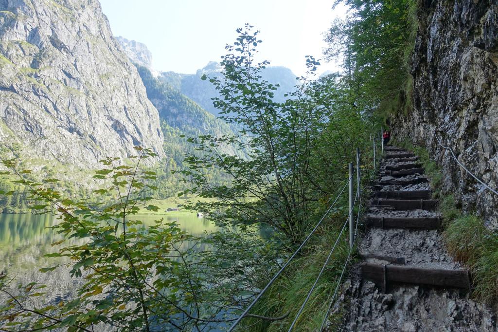 Obersee - auf dem Weg zur Fischunkelalm (man sieht sie unterhalb der Felswand)